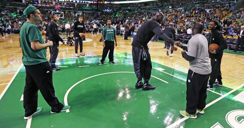 Even on opponent\'s bench, Kevin Garnett stole show at TD Garden ...