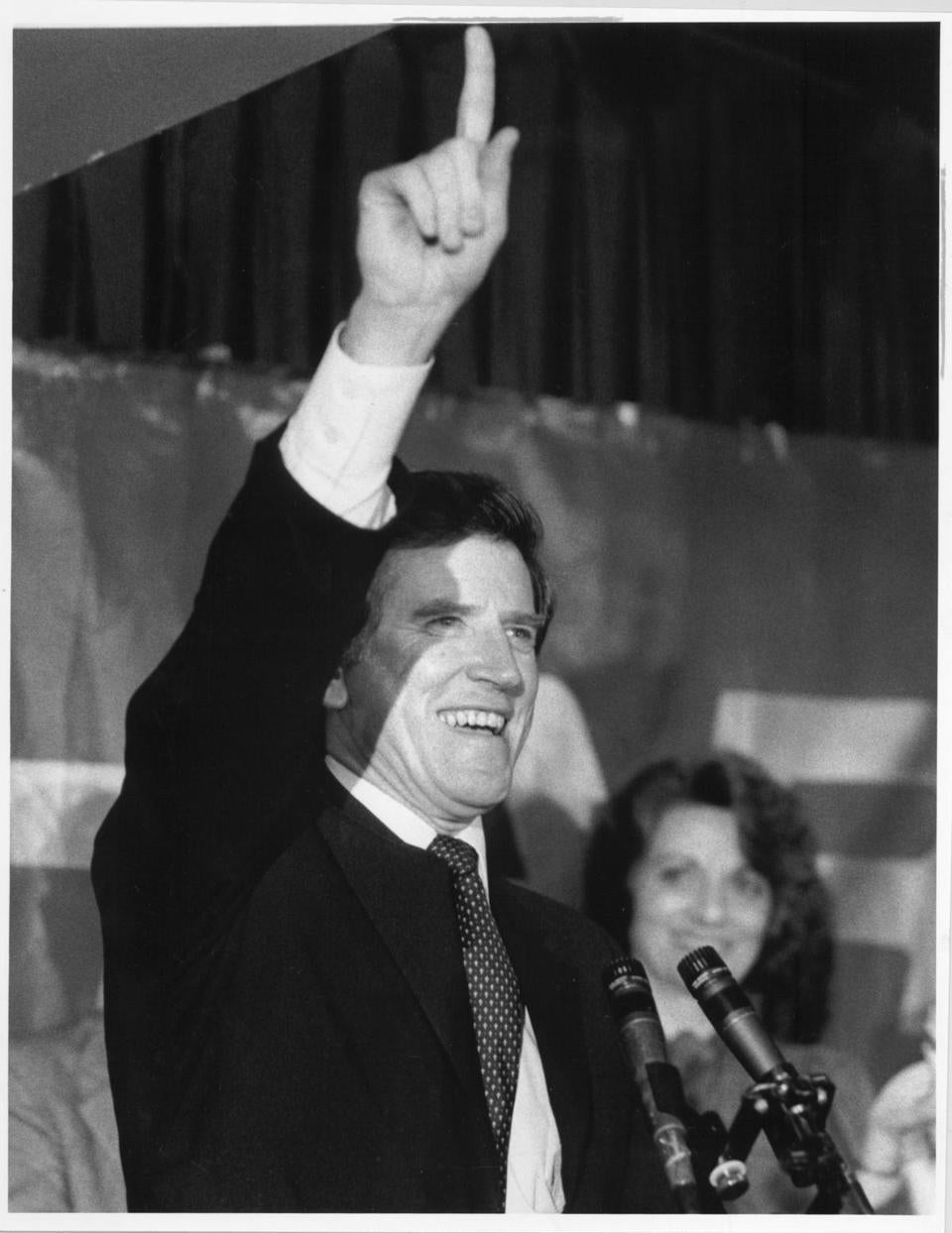 FROM MERLIN ARCHIVE DO NOT RESEND TO LIBRARY 2/28/84 Manchester,NH Sen. Gary W. Hart gestures at a victory celebration in Manchester after the New Hampshire primary. library tag 02062000 focus Library Tag 03062007 National/Foreign Page One nhprimarystaff