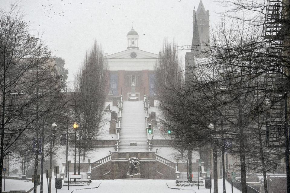 Snow fell in Lynchburg, Va., on Friday, but the forecast calls for sunshine in Bangor this weekend.