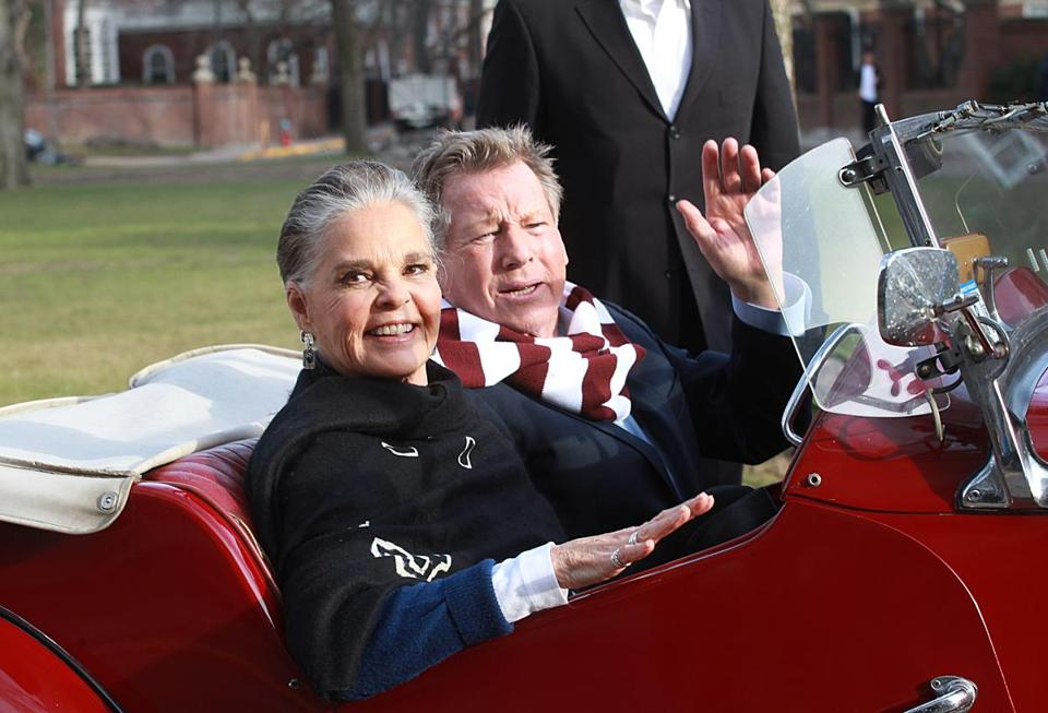 the boston globe tweet share ali macgraw left and ryan oneal were back at harvard university on