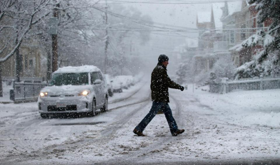 02/05/2015. Boston Ma A winter scene in Jamaica Plain on Centre Street as snow continues to fall .Weather Features.Globe/Staff Photographer Jonathan Wiggs