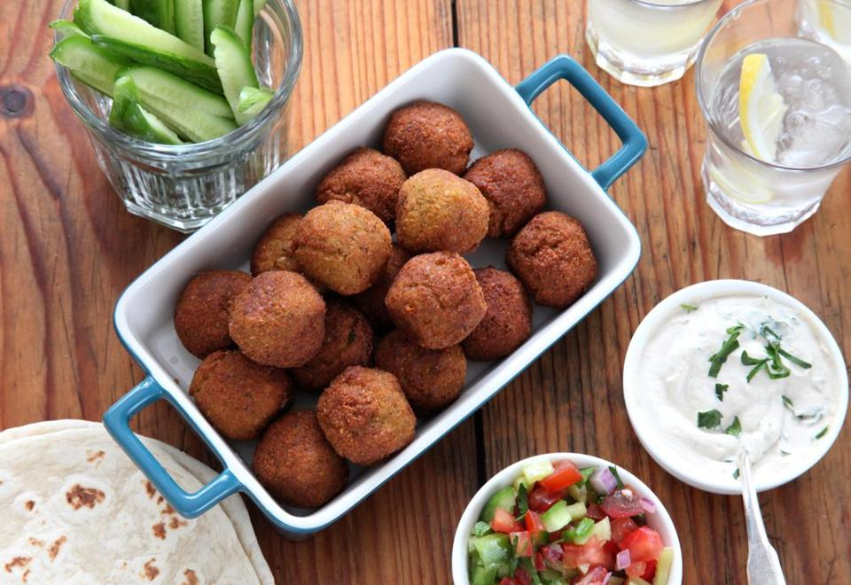 Recipe for falafel with tahini sauce and Israeli salad ...