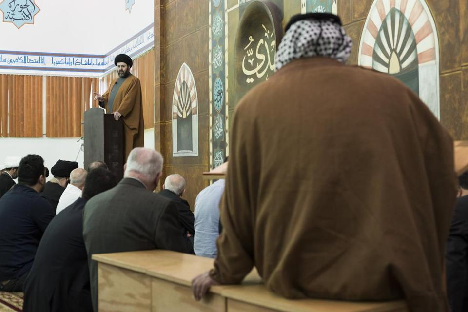 Imam Hassan Qazwini spoke to a congregation about the upcoming presidential primary in Michigan.