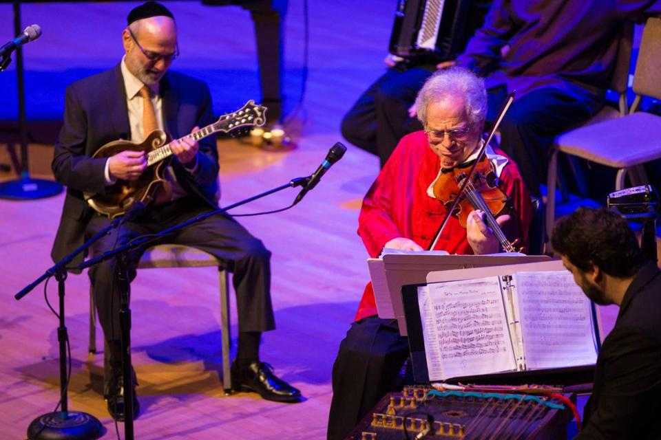 Violinist Itzhak Perlman played to a sold out Symphony Hall Sunday.