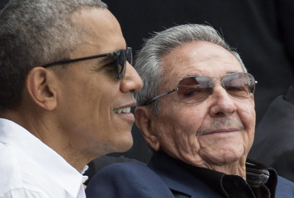 epa05226389 US President Barack Obama (L) and President of Cuba Raul Castro (R) attend a Major League Baseball exhibition game between the Tampa Bay Rays and the Cuban national team at the Estadio Latinoamericano (Latin American Stadium) in Havana, Cuba, 22 March 2016. Obama is on an official visit to Cuba from 20 to 22 March 2016, the first sitting US president to visit since Calvin Coolidge 88 years ago. EPA/MICHAEL REYNOLDS