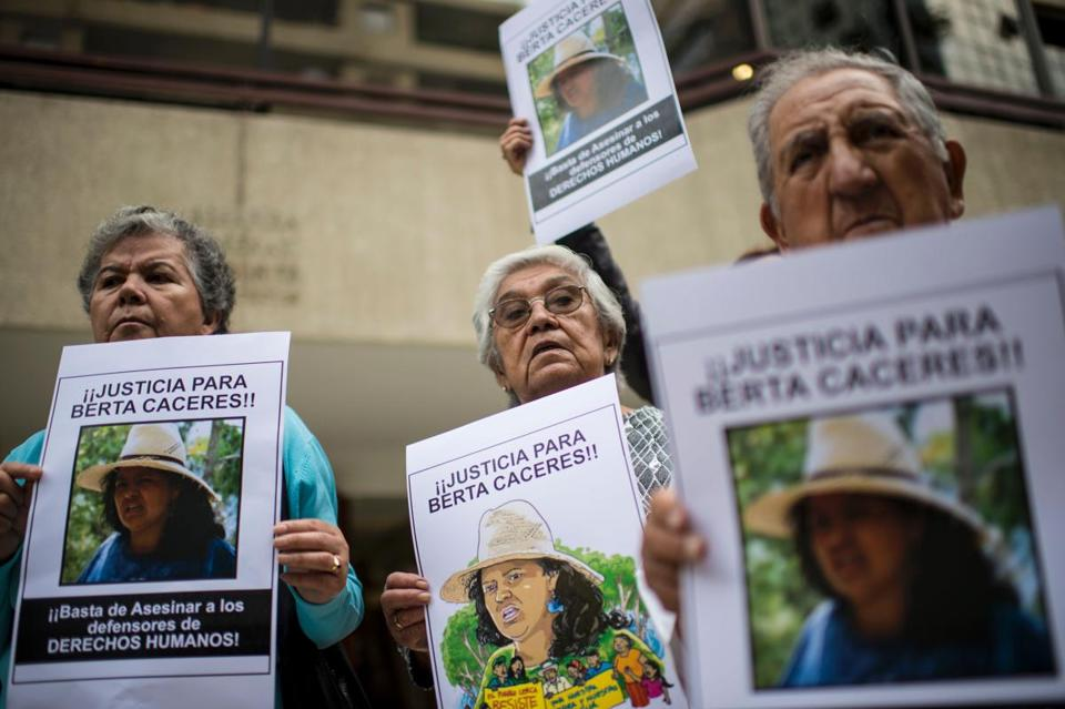 People protest against the murder of Honduran environmental activist Berta Caceres in front of the Honduran embassy in Santiago on March 7.