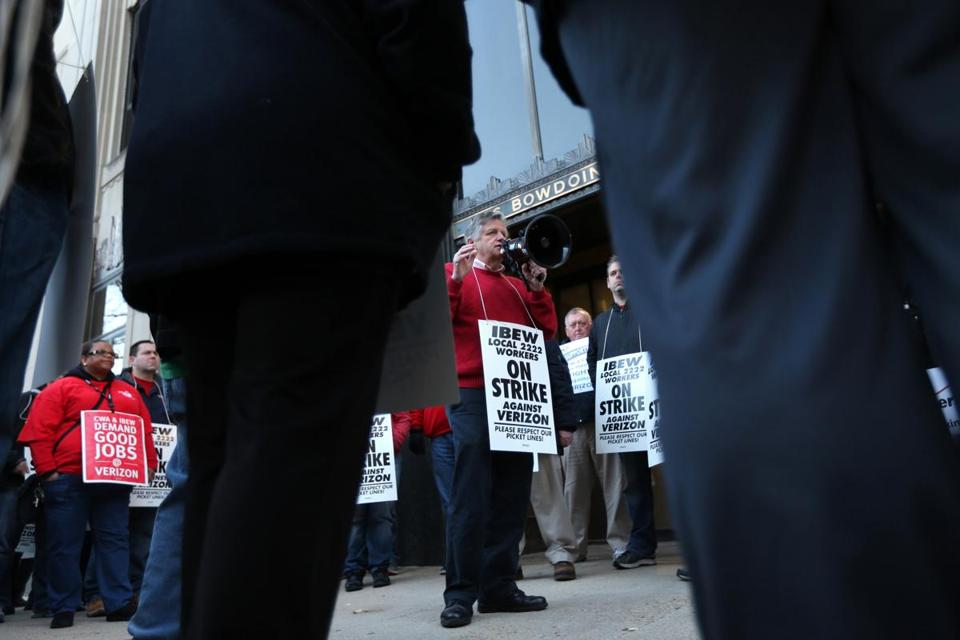 Boston 4/13/16 -- IBEW Local 2222 workers on strike against Verizon in downtown Boston outside the the companies headquarters ( David L. Ryan/Globe Staff)