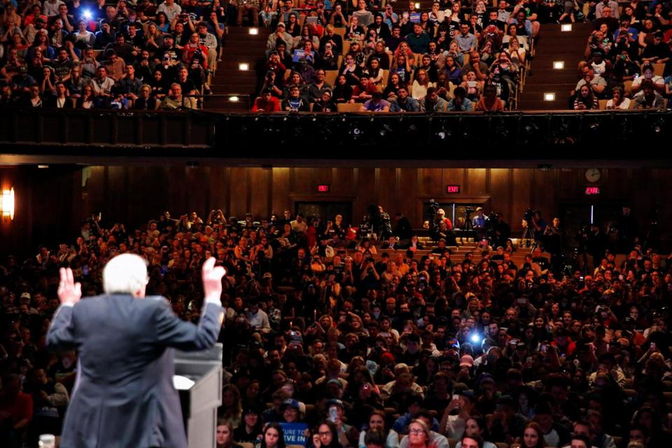 Democratic U.S. presidential candidate Bernie Sanders addresses the crowd during a rally in Scranton, Pennsylvania, U.S., April 21, 2016. REUTERS/Lucas Jackson