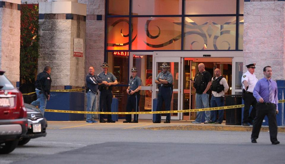 Taunton, MA Silver City Galleria may 10 2016 scene shots outside Bertucci's restaurant, site of multiple stabbings....deets to folo ( George Rizer for the Globe)