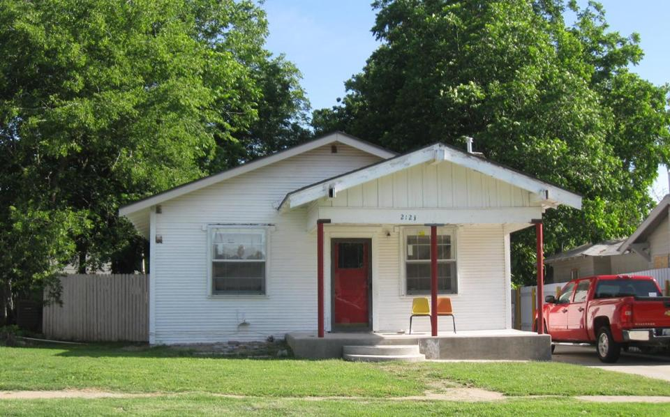 a home elizabeth warren purchased for for a family member in oklahoma city ok