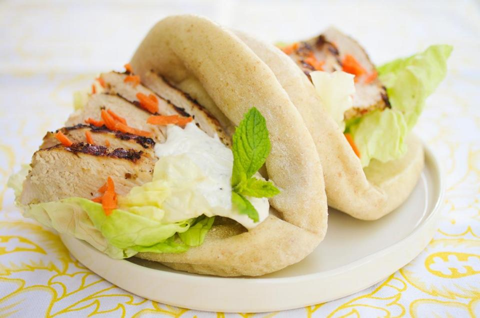 Recipe for grilled chicken pita pockets with mint-yogurt dressing