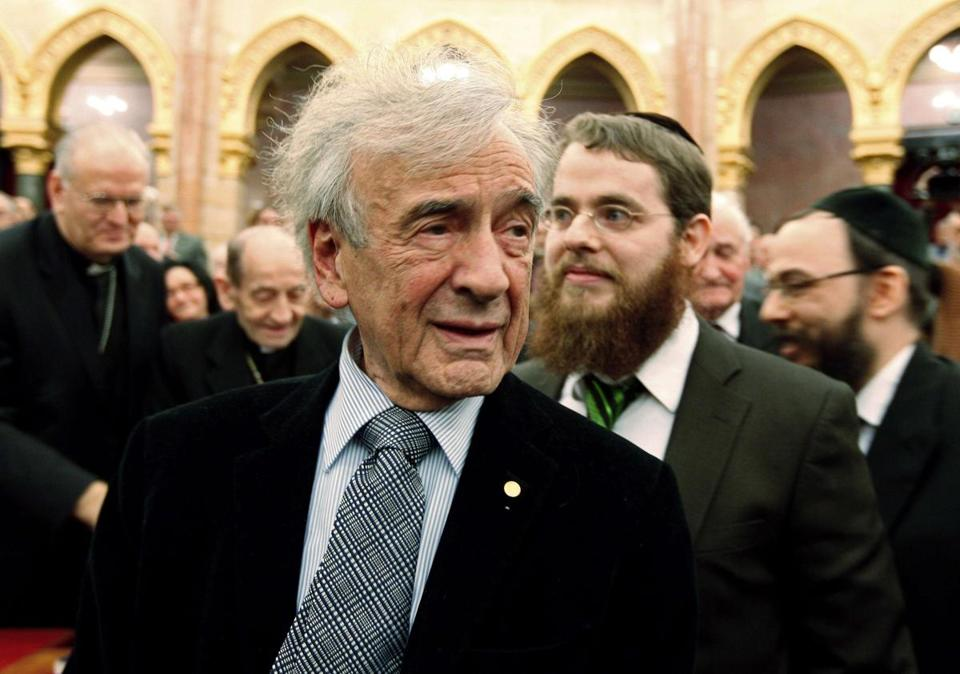 Elie Wiesel attends a symposium of Jewish-Hungarian solidarity in Budapest's parliament in 2009.
