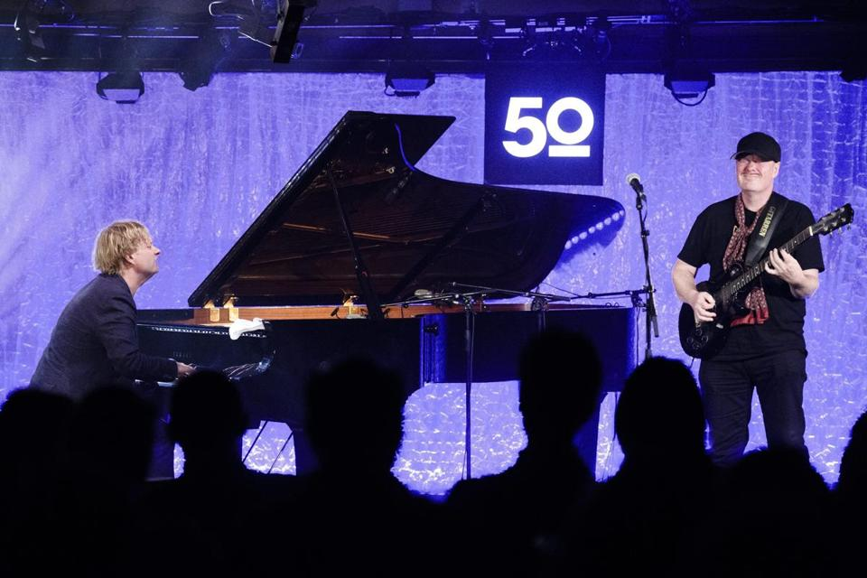 epa05422205 Iiro Rantala (L) from Finland and Ulf Wakenius from Sweden (R) perform on stage of the Montreux Jazz Club during the 50th Montreux Jazz Festival, in Montreux, Switzerland, 12 July 2016. The music festival runs from 01 to 16 July. EPA/MANUEL LOPEZ EDITORIAL USE ONLY