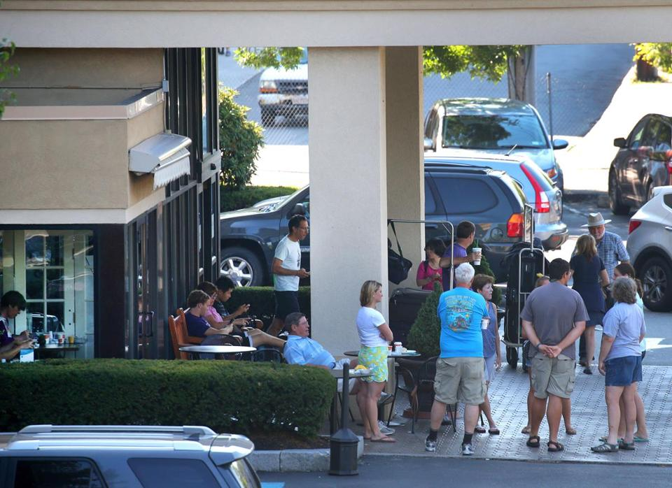 Guests waited under cover for a shuttle in the early morning at the Comfort Inn on Morrissey Boulevard in Dorchester.