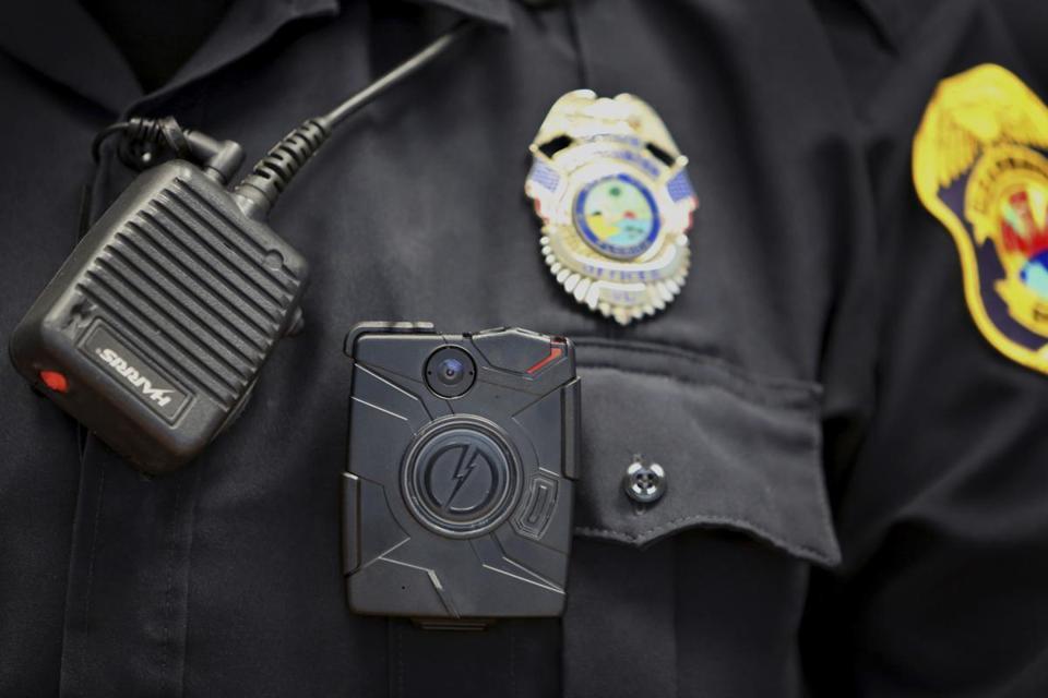 Boston police to randomly assign 100 body cameras - The Boston Globe