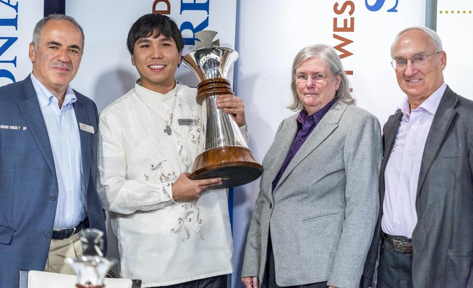 From left, Garry Kasparov, 2016 Sinquefield Cup winner Wesley So, and Jeanne and Rex Sinquefield.