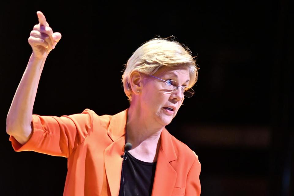 "Senator Elizabeth Warren delivers her Power Point presentation on the ""American Agenda"" at Roxubry on income inequality At Roxbury Community College. Josh Reynolds for The Boston Globe (Metro, ebbert)"