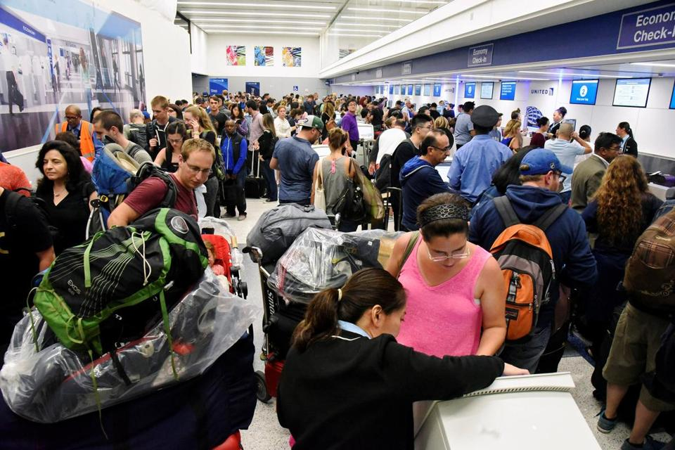Delayed passengers inside Terminal 7 at Los Angeles International Airport line up to go through TSA security check following a false alarm event in Los Angeles, California, U.S. August 28, 2016. REUTERS/Bob Riha Jr