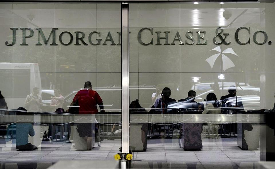 New York-based JP Morgan Chase is incorporating data compiled online to offer quick small-business loans of up to $250,000.
