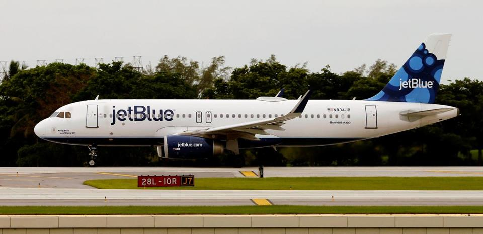 Jet Blue Flight 387 accelerates on the runway as it departs from Fort Lauderdale International Airport, for Santa Clara, Cuba, inaugurating the first regularly scheduled commercial flight between the United States and Cuba in more than half a century, in Fort Lauderdale, Florida, U.S. August 31, 2016. REUTERS/Joe Skipper