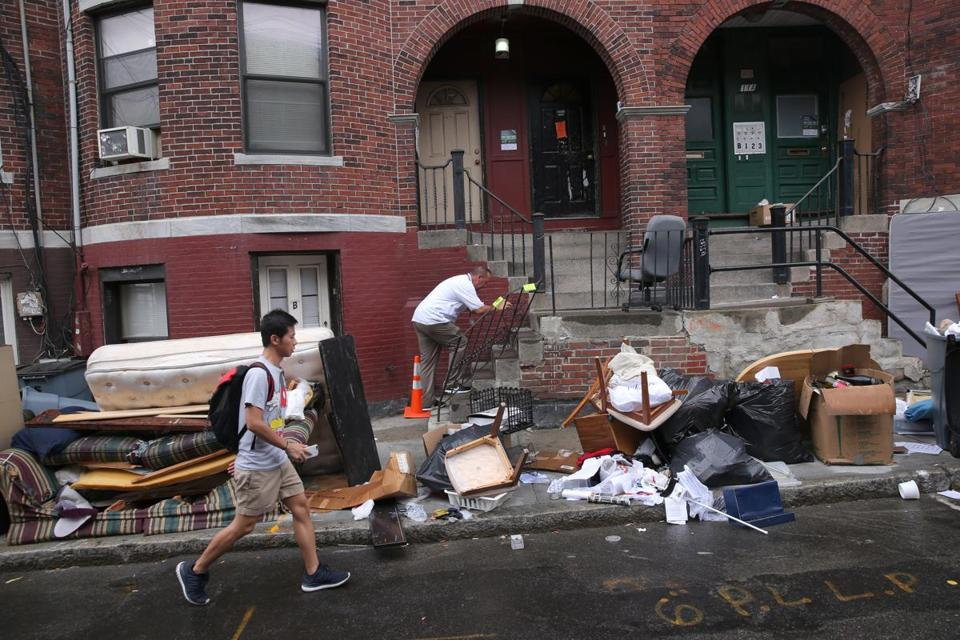 Another Sign Of Fall Boston Issues Nearly 3 500 Fines To Landlords