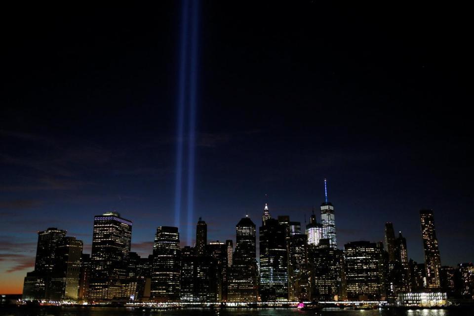 File:Tribute in Light September 11 2011 Shankbone.JPG - Wikimedia ...