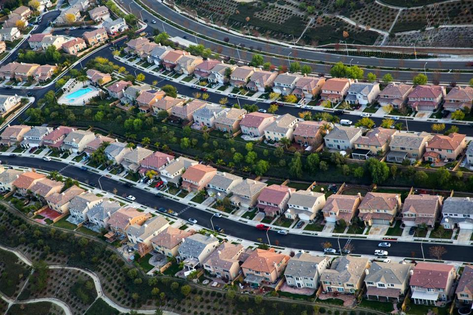 FILE -- A housing development in Santa Clarita, Calif., Dec. 19, 2014. For American families, household incomes rose strongly in 2015, breaking a years-long pattern of income stagnation. The median householdÕs income in 2015 was $56,500, an increase of 5.2 percent over the previous year, the Census Bureau reported. (Monica Almeida/The New York Times)
