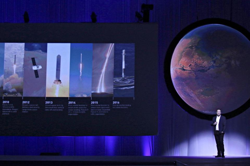 SpaceX CEO Elon Musk unveils his plans to colonize Mars during the International Astronautical Congress in Guadalajara, Mexico, September 27, 2016. REUTERS/Stringer FOR EDITORIAL USE ONLY. NO RESALES. NO ARCHIVES.