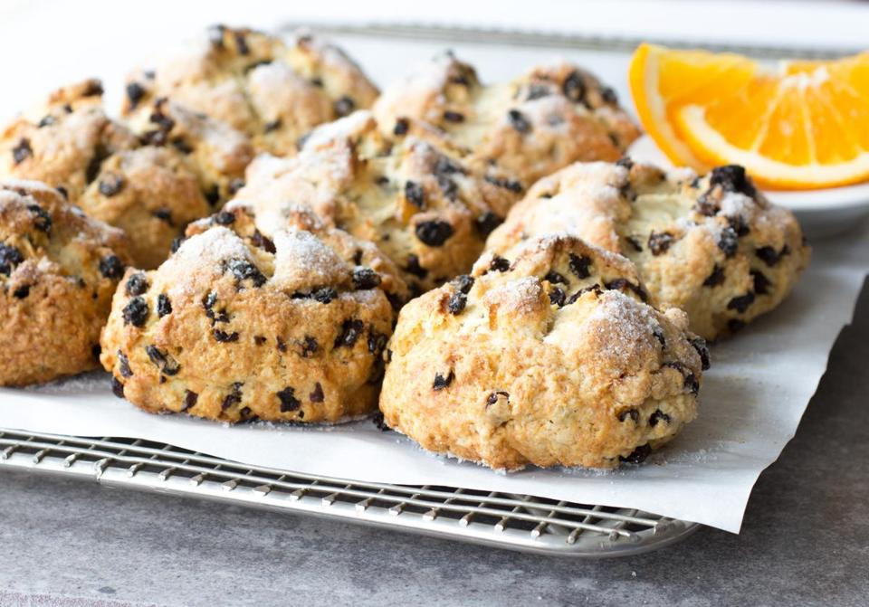 Recipe for orange-currant breakfast buns