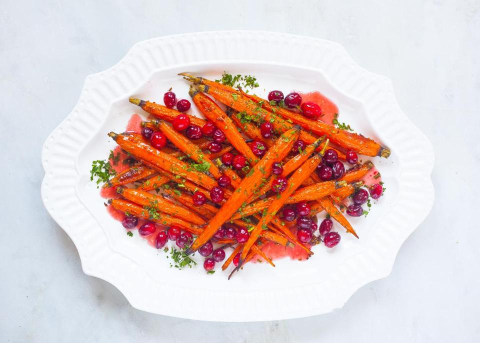 Recipe for roasted carrots and cranberries with maple glaze