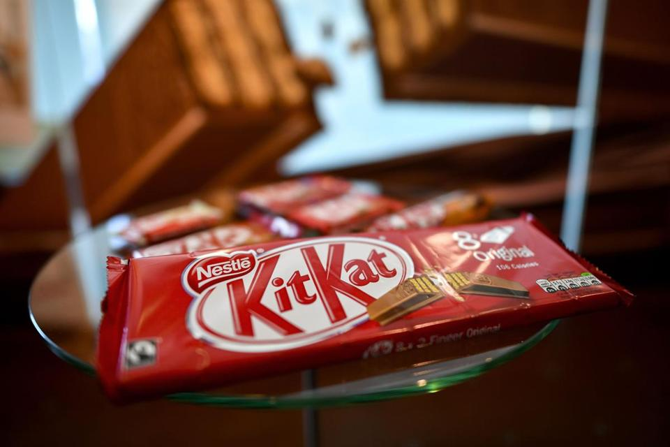 Nestle SA says it found a way to reduce the amount of sugar in chocolate by as much as 40 percent, a discovery that may give the KitKat maker an edge.