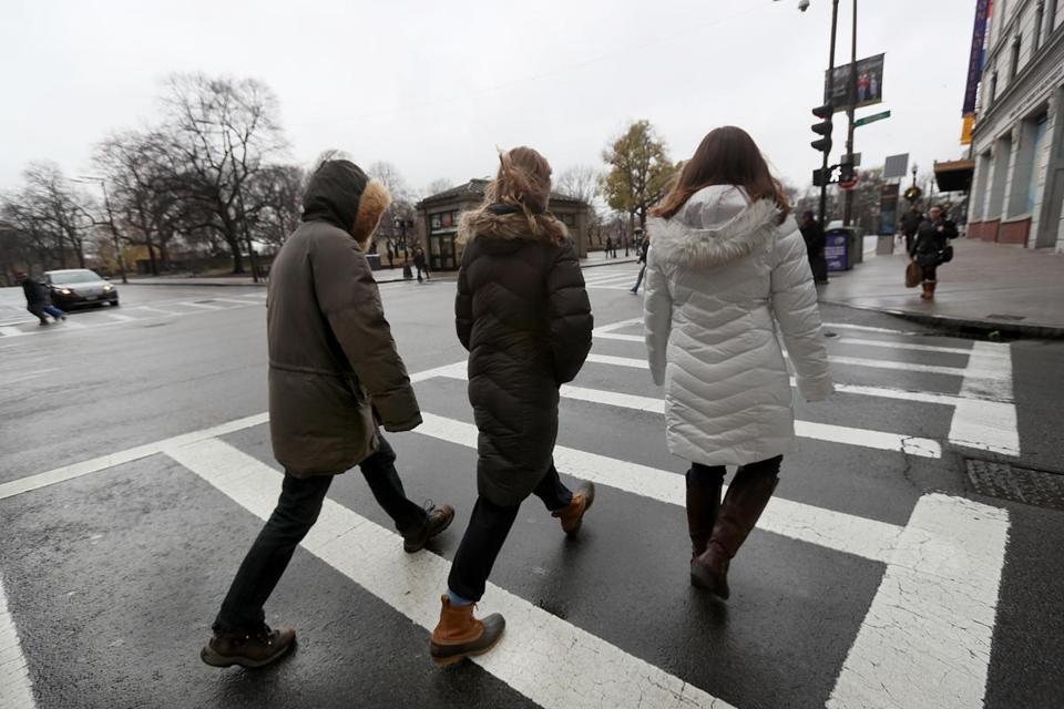 Boston, MA., 12/05/16, Emerson College students and others sprint through the intersection of Boylston and Tremont Streets. Emerson students are working on a class project where they are proposing the city add 5 seconds to the crosswalks at that crazy busy intersection. Suzanne Kreiter/Globe staff)