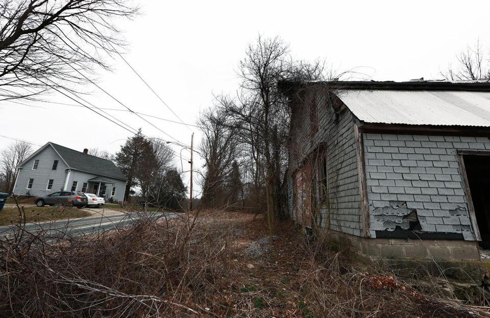 03/24/16: Dudley, MA: An old building (right) on the site where the Islamic Society of Worcester wants to build a cemetery, sits across the street from the home of Dudley resident Desiree Moninski (not pictured) on the left. (Globe Staff Photo/Jim Davis) section:metro topic:26cemeterys1