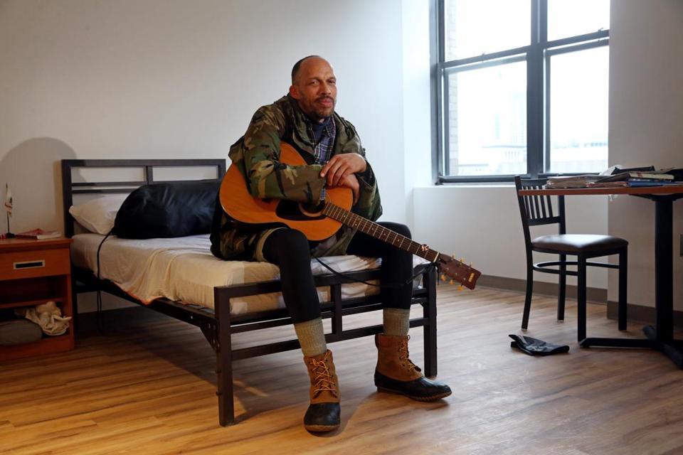 homeless veterans wake up in new homes christmas morning the