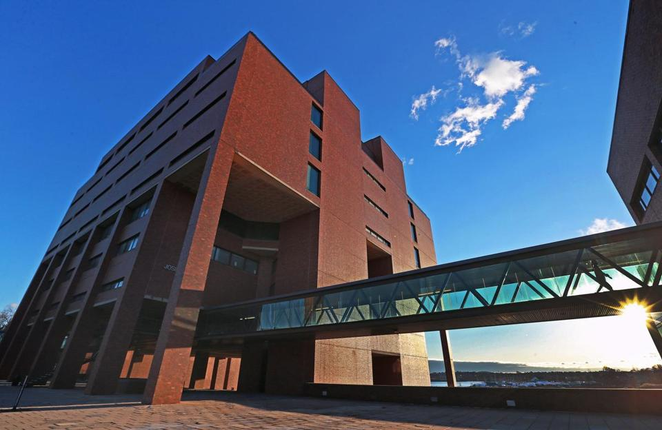 Boston, MA: 12-28-16: The library building on the campus of UMASS Boston is pictured. (Globe Staff Photo/Jim Davis) reporter: krantz topic: 29umasslibrary