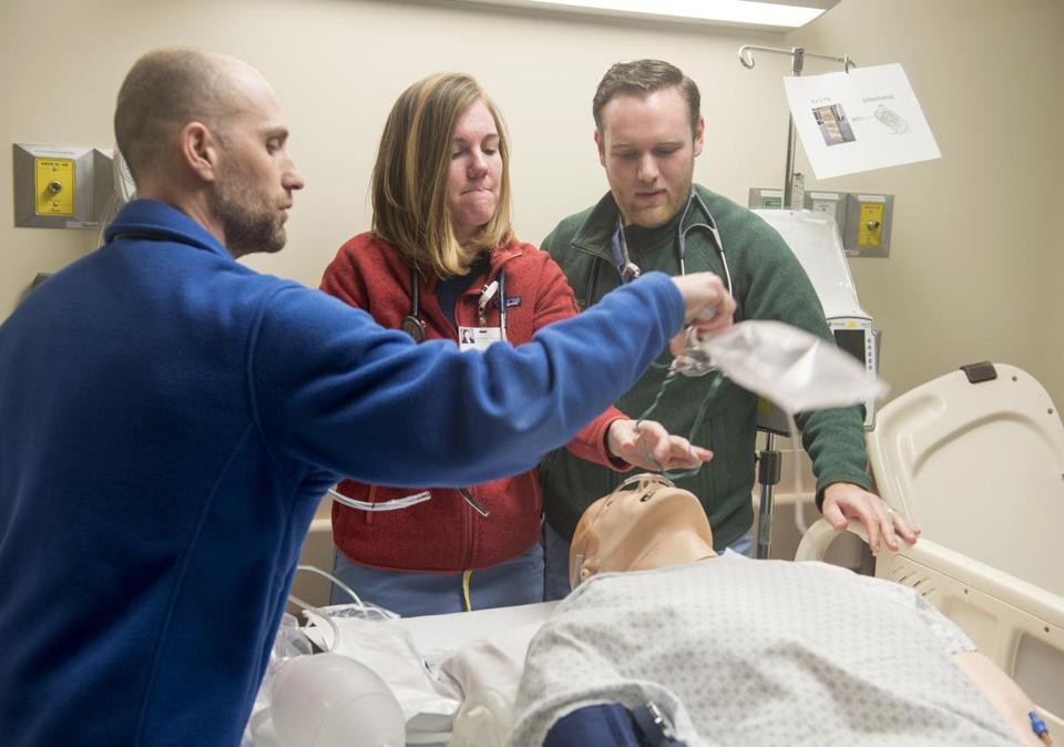 01/09/2017 Burlington, Vt. Left to right, Major Munson, Julia Powelson and Matthew Shear during a Simulation Lab. The University of Vermont medical school is eliminating all lectures. Students learn through interactive and problem-solving methods. (Caleb Kenna for the Boston Globe) Metro, Felice Freyer