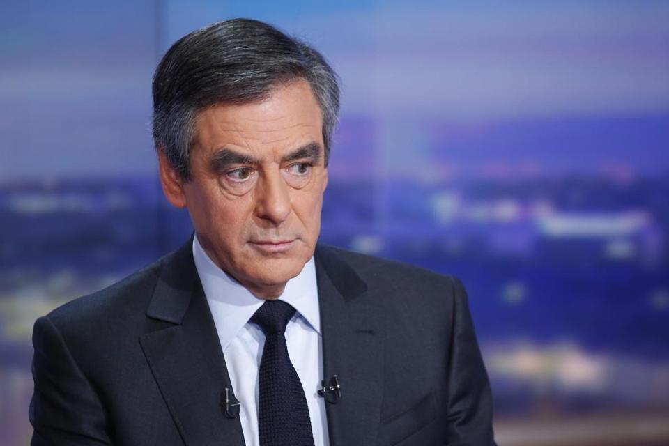epa05753008 Former French Prime minister and right-wing candidate for the upcoming presidential election Francois Fillon poses prior to a broadcast interview on a set of French TV channel TF1, in Boulogne-Billancourt, near Paris, France, 26 January 2017. Francois Fillon has become under pressure to explain the previous employment of his wife as parliamentary aide while he was a MP and to give details of the work she did. EPA/PIERRE CONSTANT / POOL MAXPPP OUT