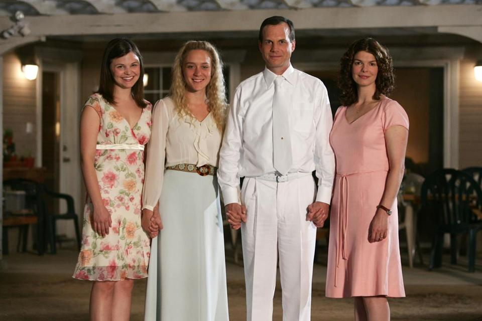 TELEVISION SHOWS 2006: BIG LOVE -- HBO series -- Pictured, from left: Ginnifer Goodwin, Chloe Sevigny, Bill Paxton, Jeanne Tripplehorn. PHOTO CREDIT: Ron Batzdorff/HBO 01crit