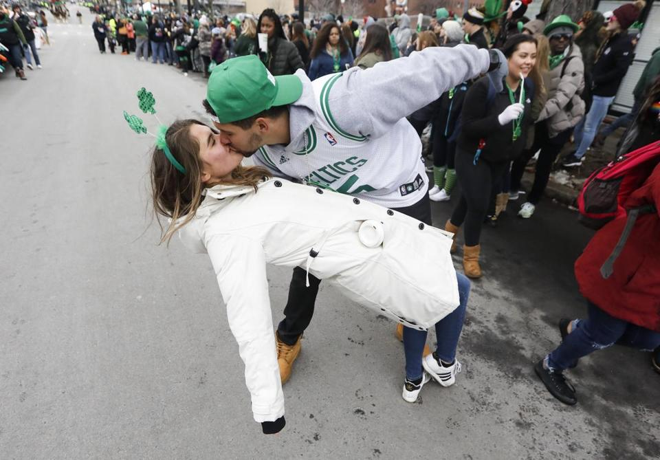 Shawn Bernardo kissed his girlfriend, Libby Andreasen, during the parade.