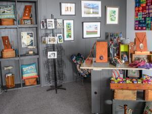 09soinformer - Gallery Nantasket, in Hull, renovated its facility with redecorations and art work. (Ginger Jensen)