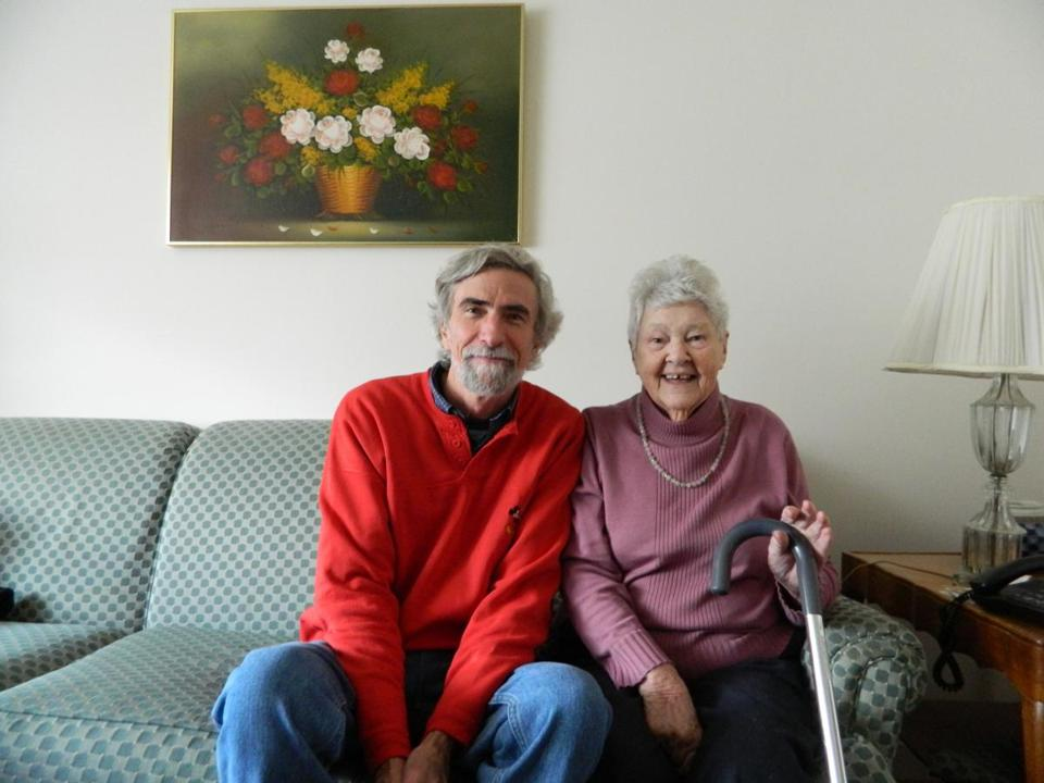"02dialysis - Robert Tucker and his aunt, Catherine ""Kay"" Burgoyne, in her Foxborough apartment in 2011."