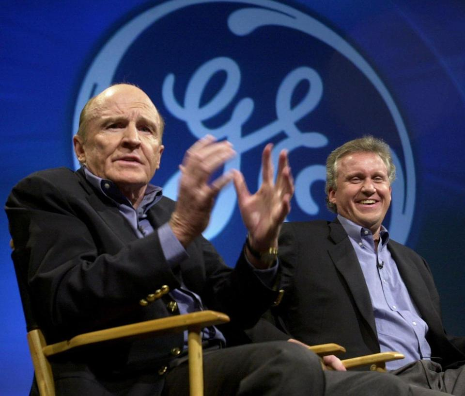 Jack Welch, left, spoke during a news conference in 2000 as Jeff Immelt looked on.