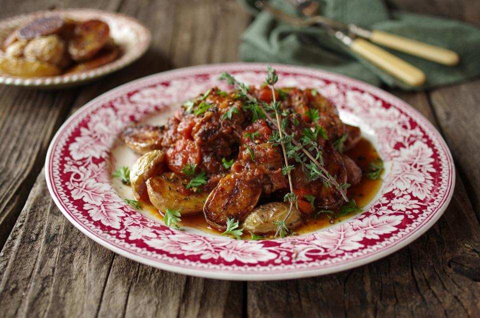 Recipe Braised Oxtail With Tomatoes And Roasted Potatoes The Boston Globe