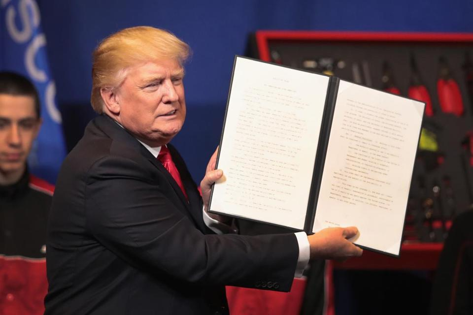 KENOSHA, WI - APRIL 18: President Donald Trump signs an executive order to try to bring jobs back to American workers and revamp the H-1B visa guest worker program during a visit to the headquarters of tool manufacturer Snap-On on April 18, 2017 in Kenosha, Wisconsin. (Photo by Scott Olson/Getty Images)