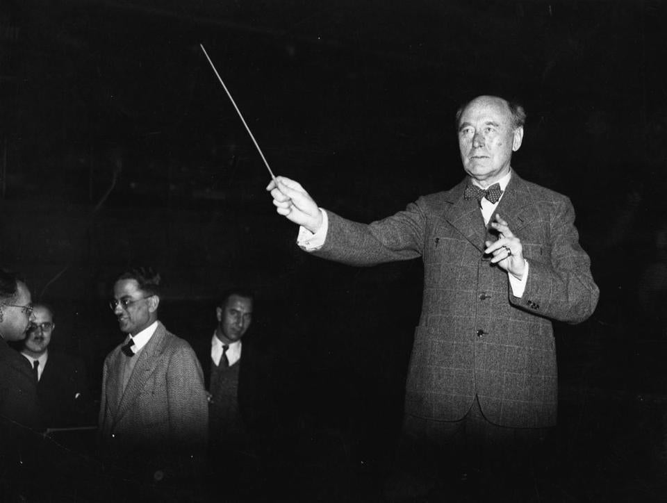 Austrian composer and conductor Paul Felix Weingartner conducting the Vienna Symphony Orchestra in London in 1936.