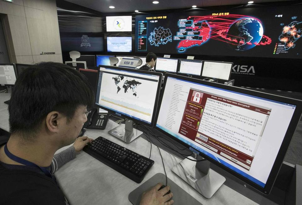 A staffer monitored the spread of ransomware cyber attacks at the Korea Internet and Security Agency (KISA) in Seoul.