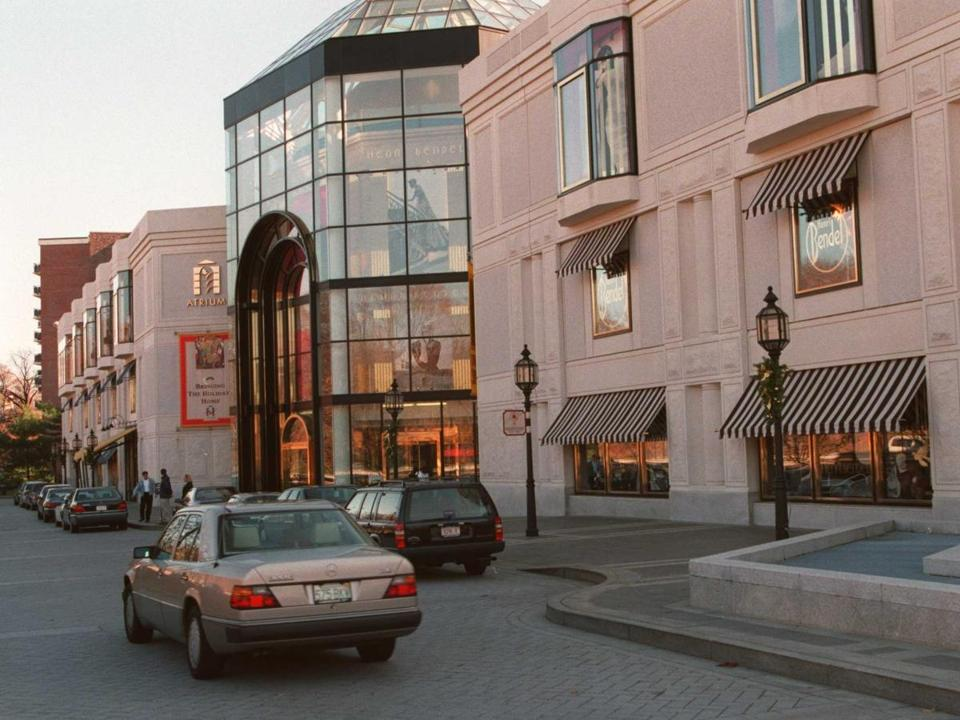 NEWTON--11/19/94--A customer pulls into the parking are at the upscale Atrium Mall in Newton Saturday afternoon.
