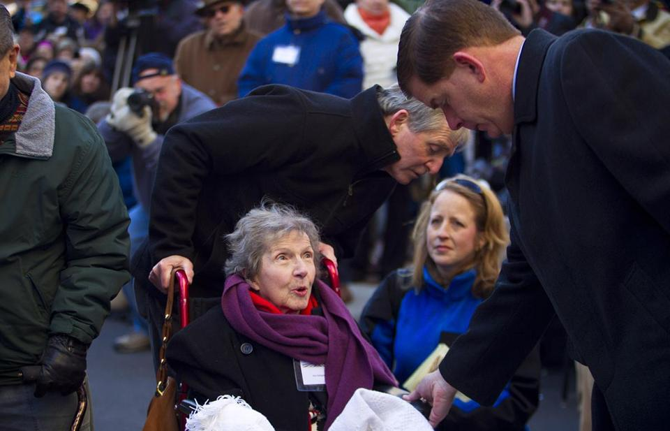Ann Marie Gallagher (center) spoke with mayor-elect Martin J. Walsh in 2013, after a ceremony honoring the victims of the Cocoanut Grove fire. It was Gallagher's first return to the site since the night of the fire in 1942.