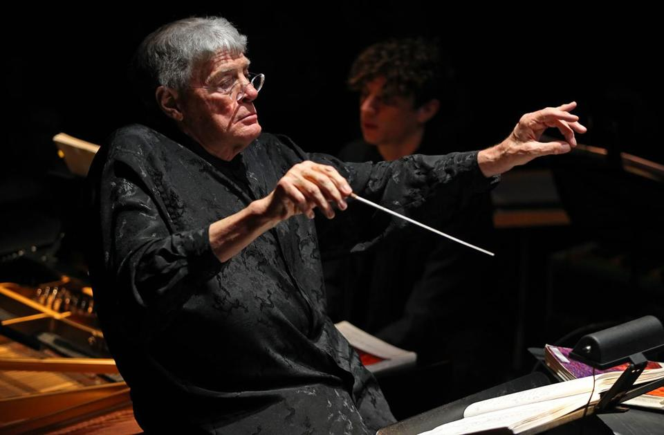 Mr. Tate, who had spina bifida, was chief conductor of the Hamburg Symphony Orchestra for several years.