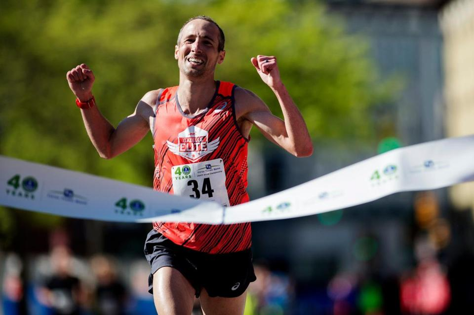 Elite runner Dathan Ritzenhein of Belmont, wins the men's division in the Fifth Third River Bank Run 25k in Grand Rapids, Mich. Saturday, May 13, 2017. This year marks the 40th running of the race. (Neil Blake/The Grand Rapids Press via AP)
